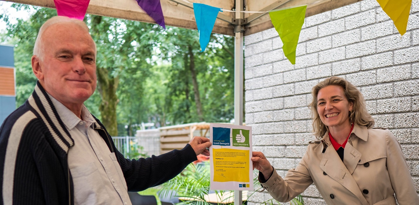 Je bekijkt nu Wethouder Anke Klein reikt keurmerk voor vrijwillige inzet uit aan Digiwijs